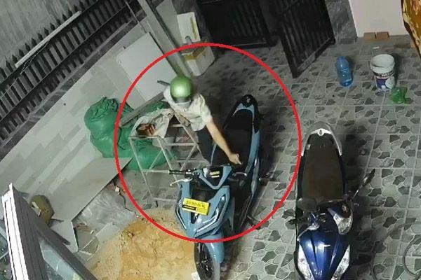 Trộm xe máy ở TP.HCM trong 15 giây