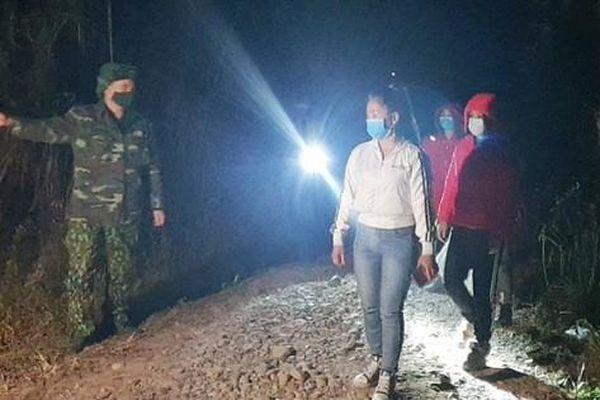 Bắt giữ 4 phụ nữ nhập cảnh trái phép qua sông biên giới