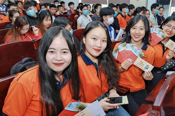 Sẻ chia cùng sinh viên nghèo