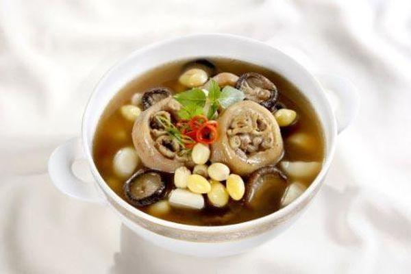Canh đuôi heo hầm hạt sen, món ăn thượng hạng rẻ tiền