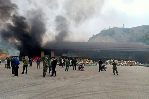 Quảng Ninh: Kho hàng hóa tại Cửa khẩu Bắc Phong Sinh bị bà hỏa thiêu rụi