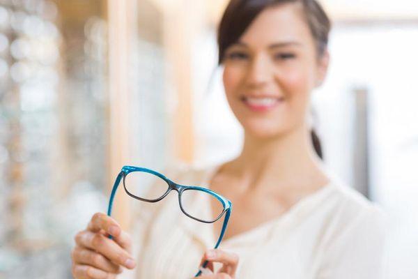 Dấu hiệu cho thấy kính cận không phù hợp, cần thay đổi ngay!