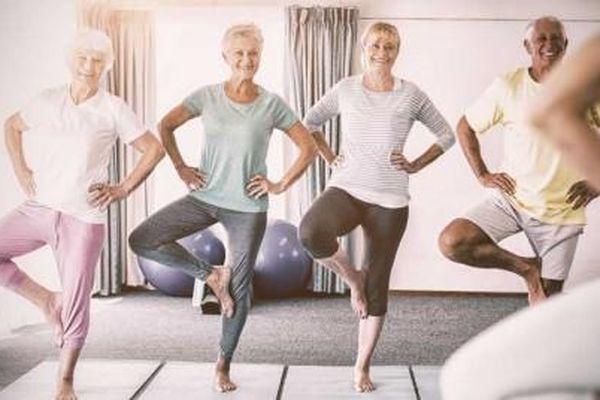 Phòng tránh nguy cơ té ngã cho người cao tuổi