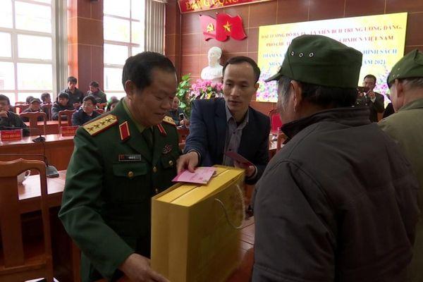 Phó Chủ tịch Quốc hội Đỗ Bá Tỵ thăm, chúc Tết tại huyện Bắc Hà, Lào Cai