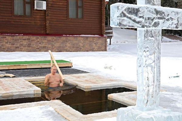 Tổng thống Putin ngâm mình dưới nước lạnh âm độ C