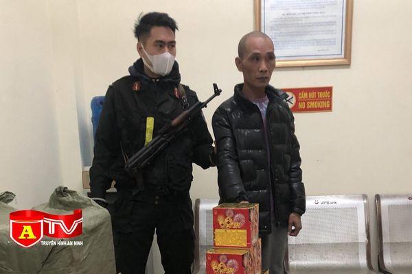 Cảnh sát cơ động tuần tra phát hiện ô tô chở 250 kg pháo nổ