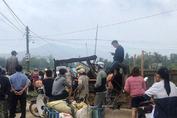Bình Định: Người dân chặn đường vào nhà máy điện mặt trời suốt nhiều giờ