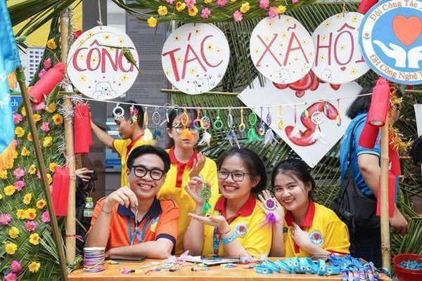 Sinh viên trường ĐH Công nghệ TP. HCM ra quân chiến dịch 'Xuân tình nguyện'