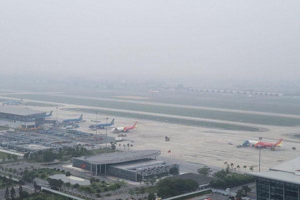 Nhiều chuyến bay không hạ cánh được do sân bay Nội Bài bị sương mù bao phủ