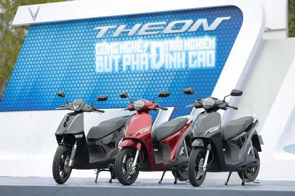 VinFast công bố giá chính thức cho xe điện Theon và Feliz
