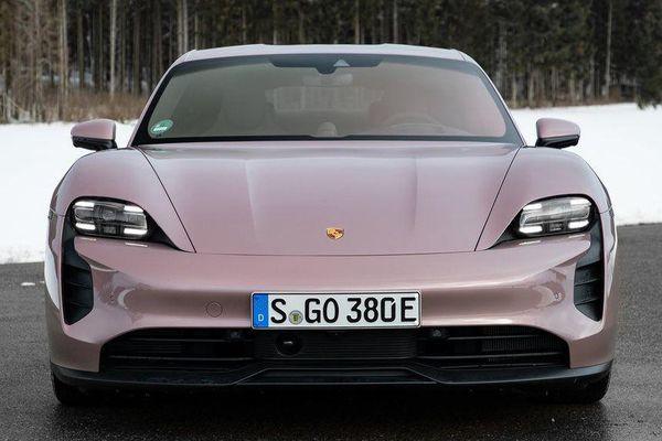Porsche Taycan 2021 được bổ sung bản chạy điện, giá từ 79.900 USD