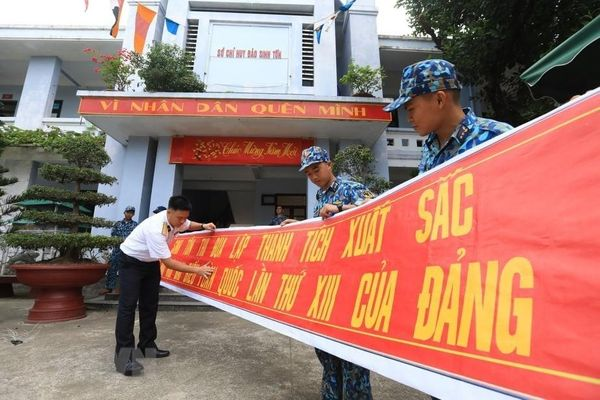 Quân và dân đảo Sinh Tồn hướng về Đại hội XIII của Đảng