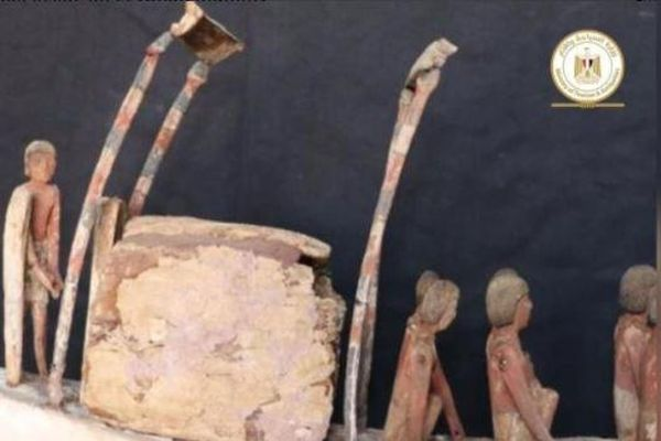 Tìm thấy cuốn sách phù thủy thuộc về người chết dài 4m ở Ai Cập
