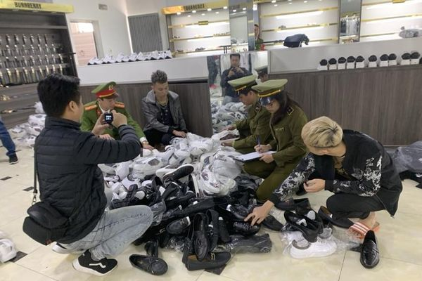 Tiếp tục phát hiện nhiều vi phạm tại cửa hàng AE Shop tại Bắc Giang
