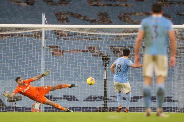 Bernardo Silva lập siêu phẩm, Man City nhọc nhằn đánh bại Aston Villa