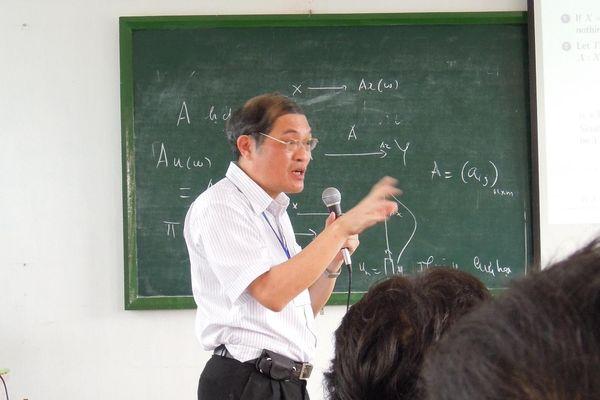 Vị giáo sư toán học 43 năm đứng lớp và những điều chưa từng kể
