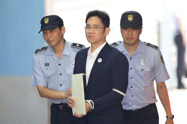 'Thái tử' Samsung có chỉ đạo đầu tiên sau song sắt