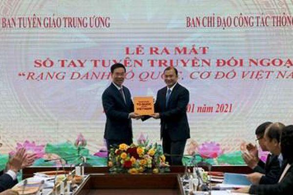 Ra mắt sổ tay tuyên truyền đối ngoại 'Rạng danh Tổ quốc cơ đồ Việt Nam'
