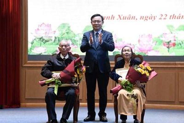 Hà Nội: Hơn 5.900 đảng viên được trao Huy hiệu Đảng dịp 3/2/2021
