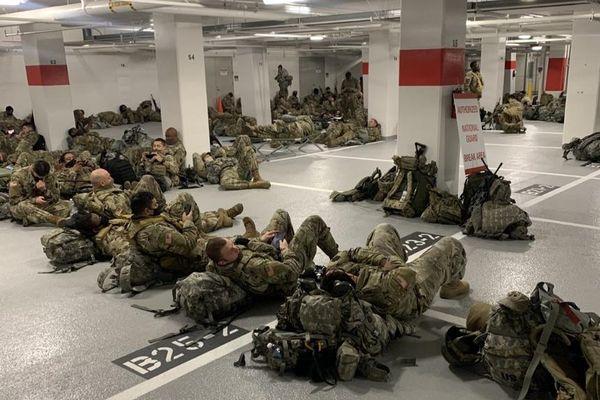Vệ binh Quốc gia Mỹ ngủ ở hầm xe sau lễ nhậm chức của ông Biden