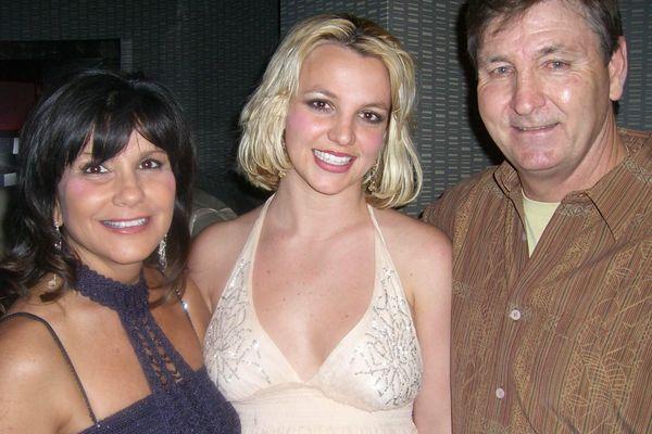 Cuộc chiến giữa Britney Spears và cha