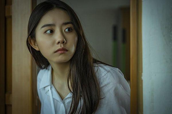 Hàng loạt sao K-pop chịu cảnh bị ám ảnh trong lớp học kinh hoàng của 'Nam sinh số 11'
