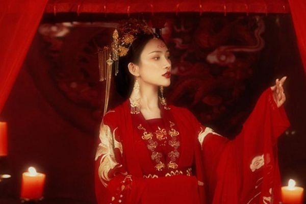 Chuyện động phòng đêm tân hôn của phụ nữ làm vợ lẽ thời xưa