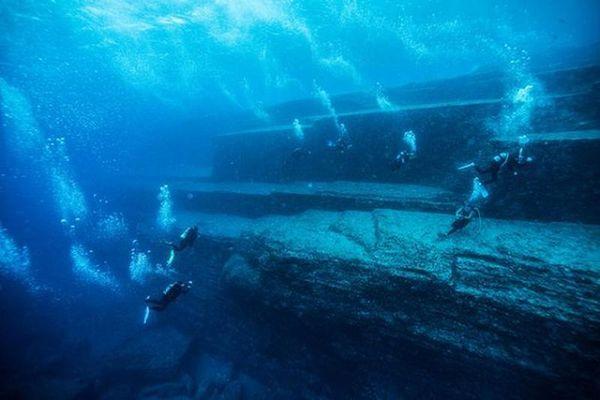 Kim tự tháp khổng lồ dưới đáy biển nghi là tàn tích của Atlantis