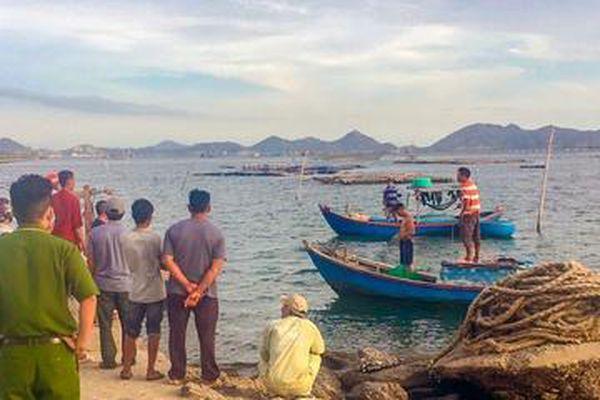 Tìm thấy thi thể 2 thanh niên mất tích trên vịnh Cam Ranh