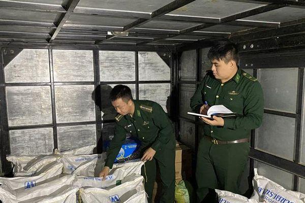 BĐBP Quảng Ngãi bắt vụ vận chuyển số lượng lớn đường không rõ nguồn gốc xuất xứ