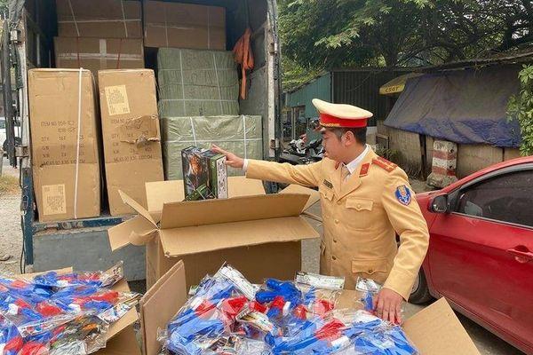 Bắt giữ xe tải chở đồ chơi súng nhựa xuất xứ Trung Quốc