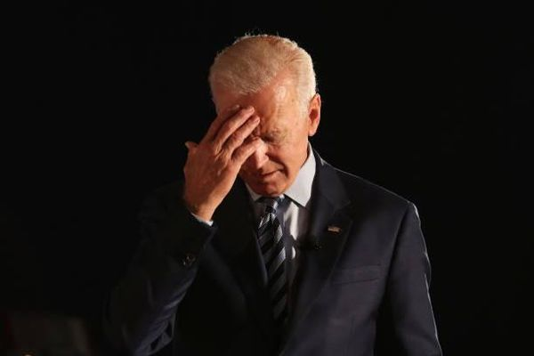 'Cơn ác mộng' COVID-19 của ông Biden