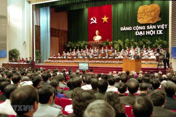 Đại hội Đảng IX: Huy động, đẩy mạnh công nghiệp hóa, hiện đại hóa