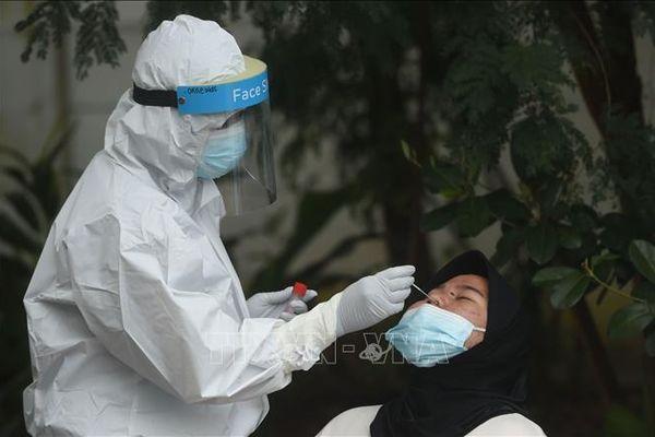 COVID-19 tại ASEAN hết 21/1: Indonesia số người chết cao kỷ lục; Malaysia gia hạn lệnh kiểm soát di chuyển