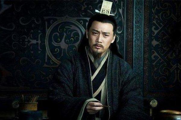 Tam quốc diễn nghĩa: Gia Cát Lượng chỉ ra lý do Tào Tháo không xưng đế