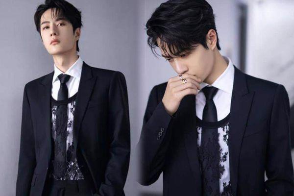 Vương Nhất Bác khiến fan mắt tròn mắt dẹt khi táo bạo mix áo ren nữ với suit truyền thống