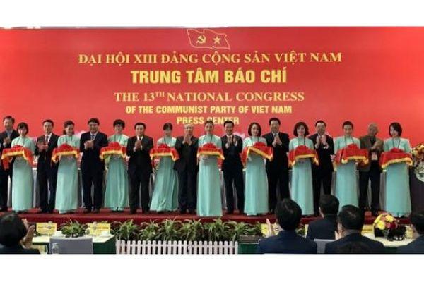 Trung tâm Báo chí Đại hội XIIIcủa Đảng phục vụ tác nghiệp cho hơn 500 phóng viên