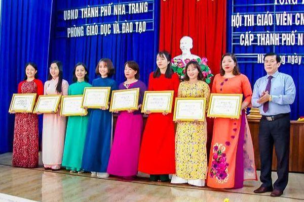 Nha Trang: 34 giáo viên đạt danh hiệu chủ nhiệm giỏi cấp tiểu học năm học 2020-2021