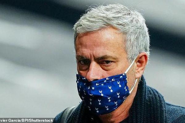 Liverpool đứt mạch bất bại, Mourinho tự nâng tầm bản thân