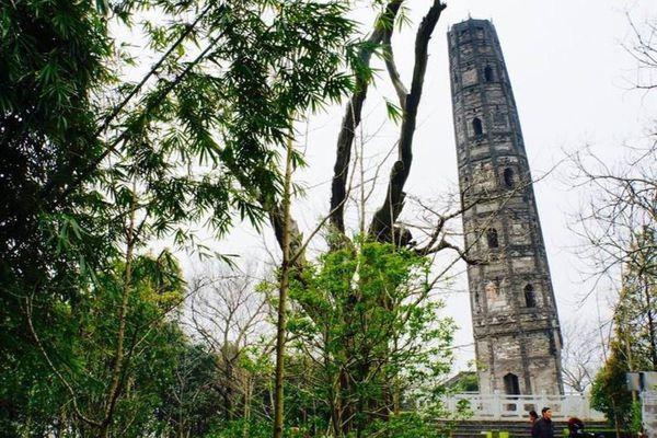 Công trình nghìn tuổi ở Trung Quốc nghiêng hơn tháp Pisa
