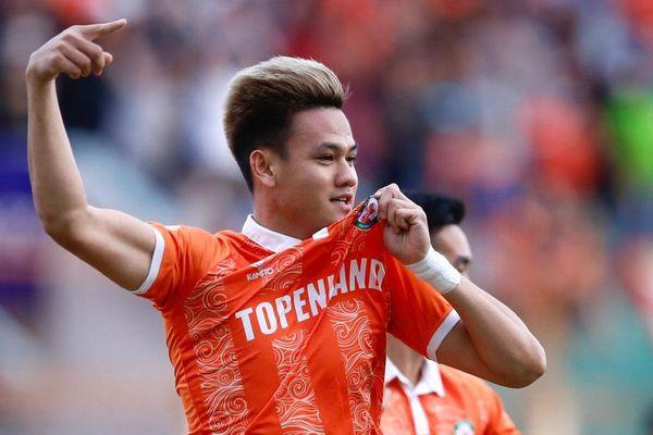Tấn Tài ăn mừng như Ronaldo khi giúp CLB Bình Định thắng 1-0