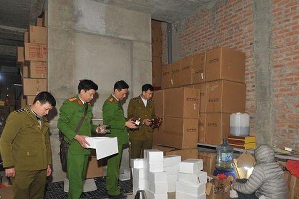 Hà Nội: Triệt phá cơ sở sản xuất rượu giả nhãn mác nước ngoài