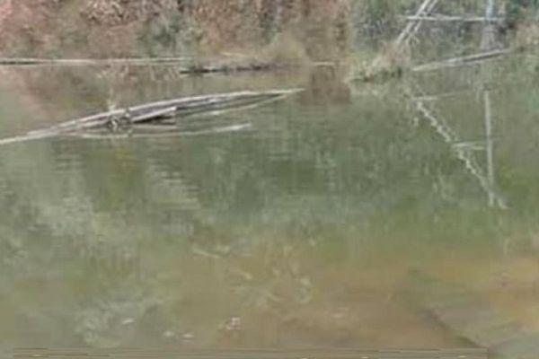 Phát hiện thi thể người phụ nữ quấn trong bao tải nổi trên mặt hồ
