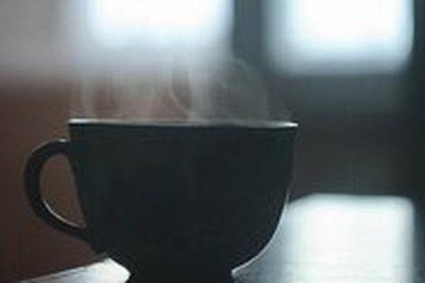 Cụ bà 70 cho thuốc diệt côn trùng vào cà phê của chồng