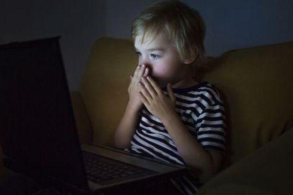 Ảnh lạm dụng trẻ em xuất hiện nhiều trên Facebook, Instagram