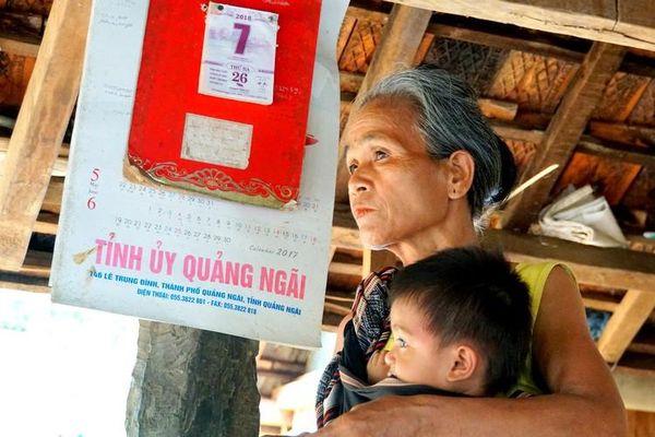 Thăm lại làng 'bệnh lạ'