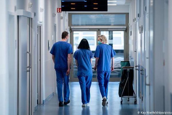 COVID-19: Đức siết biên giới, cách ly bệnh viện ở Berlin vì biến thể