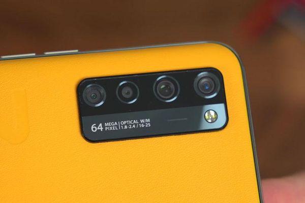 Trên tay smartphone 5G, RAM 12 GB, sạc 30W, camera selfie ẩn dưới màn hình, giá 12,52 triệu