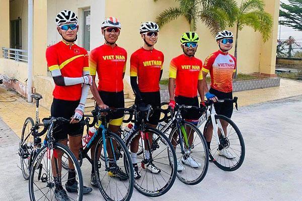 Đội tuyển xe đạp đường trường Việt Nam tập huấn chuẩn bị cho SEA Games 31