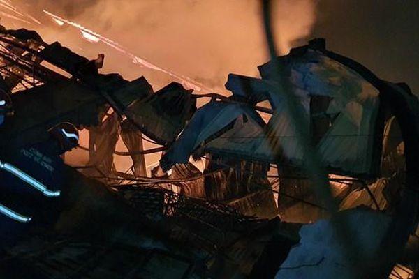 Cháy lớn tại một doanh nghiệp sản xuất đồ gỗ